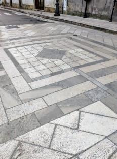 La caratteristica pavimentazione della Piazza Umberto I a Uggiano La Chiesa