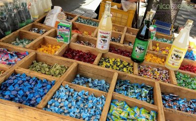 Le caramelle non mancano mai nelle case delle nonne, così come l'orzata, la menta e il latte di madorla per dissetanti bevande
